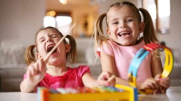 La compra del juguete debe ser una oportunidad para que la familia también se involucre con el obsequio y pasar tiempo de calidad con los más chicos (Getty Images)