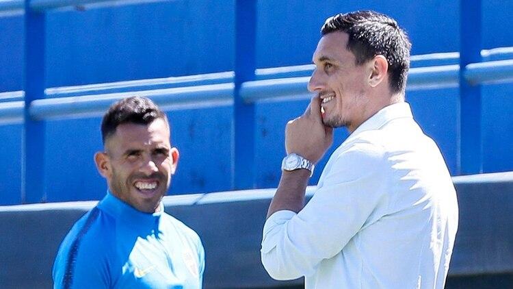 """""""Con Carlos tuvimos una charla auténtica que facilitó un montón de cosas"""", reveló Burdisso (Prensa Boca)"""
