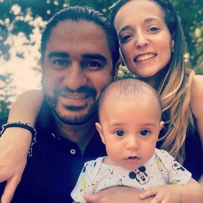 Ariel junto a su mujer, Camila, y su hijo Salvador (Foto: Instagram)