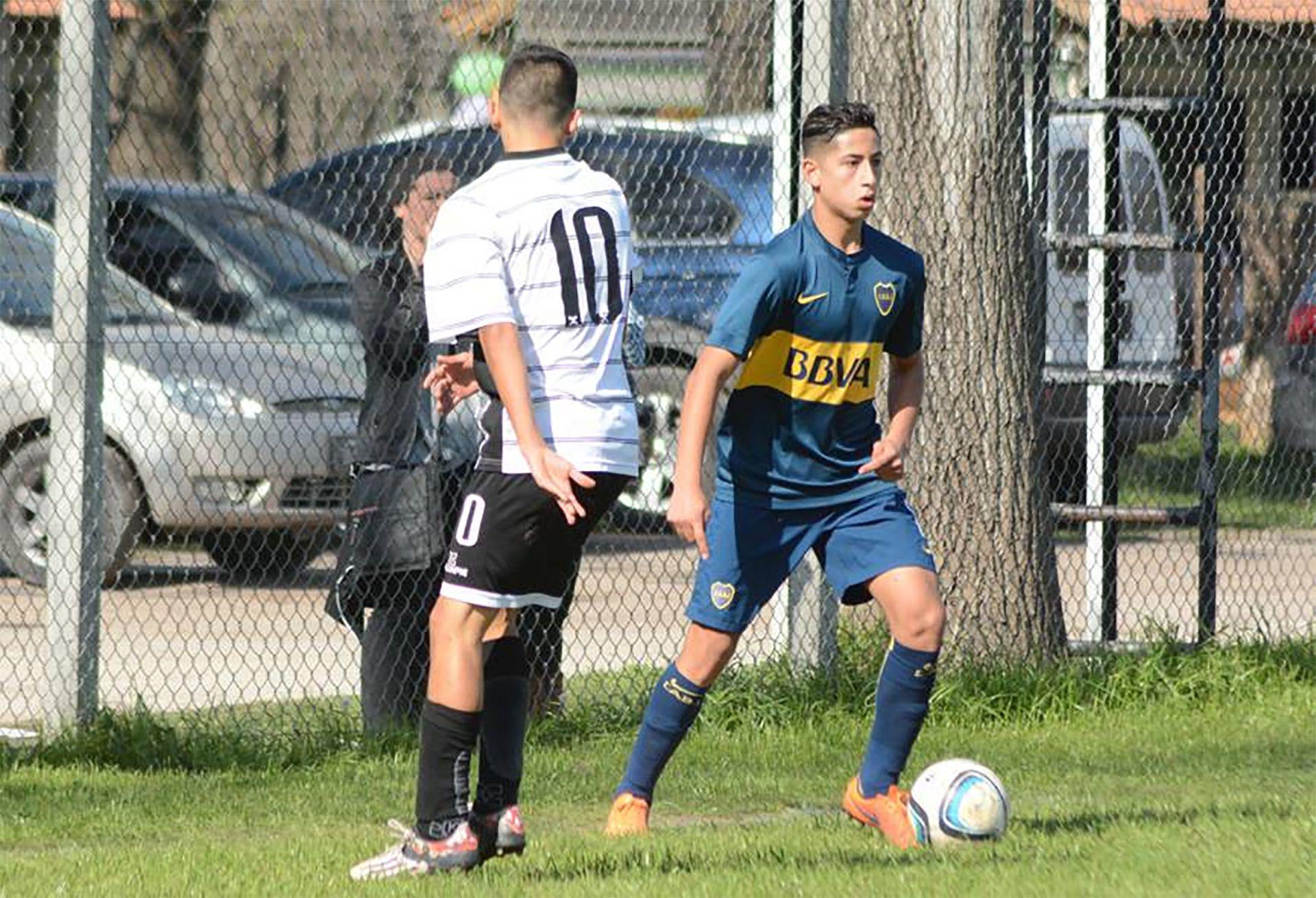 Alan Varela en inferiores de Boca