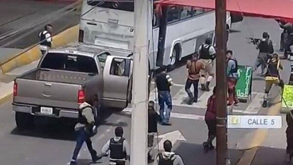 Esta es una de las imágenes difundidas en redes de la escena filmada en Neza.