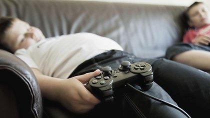 La epidemia de obesidad tiene que ver con la alimentación, pero también con el sedentarismo (iStock)
