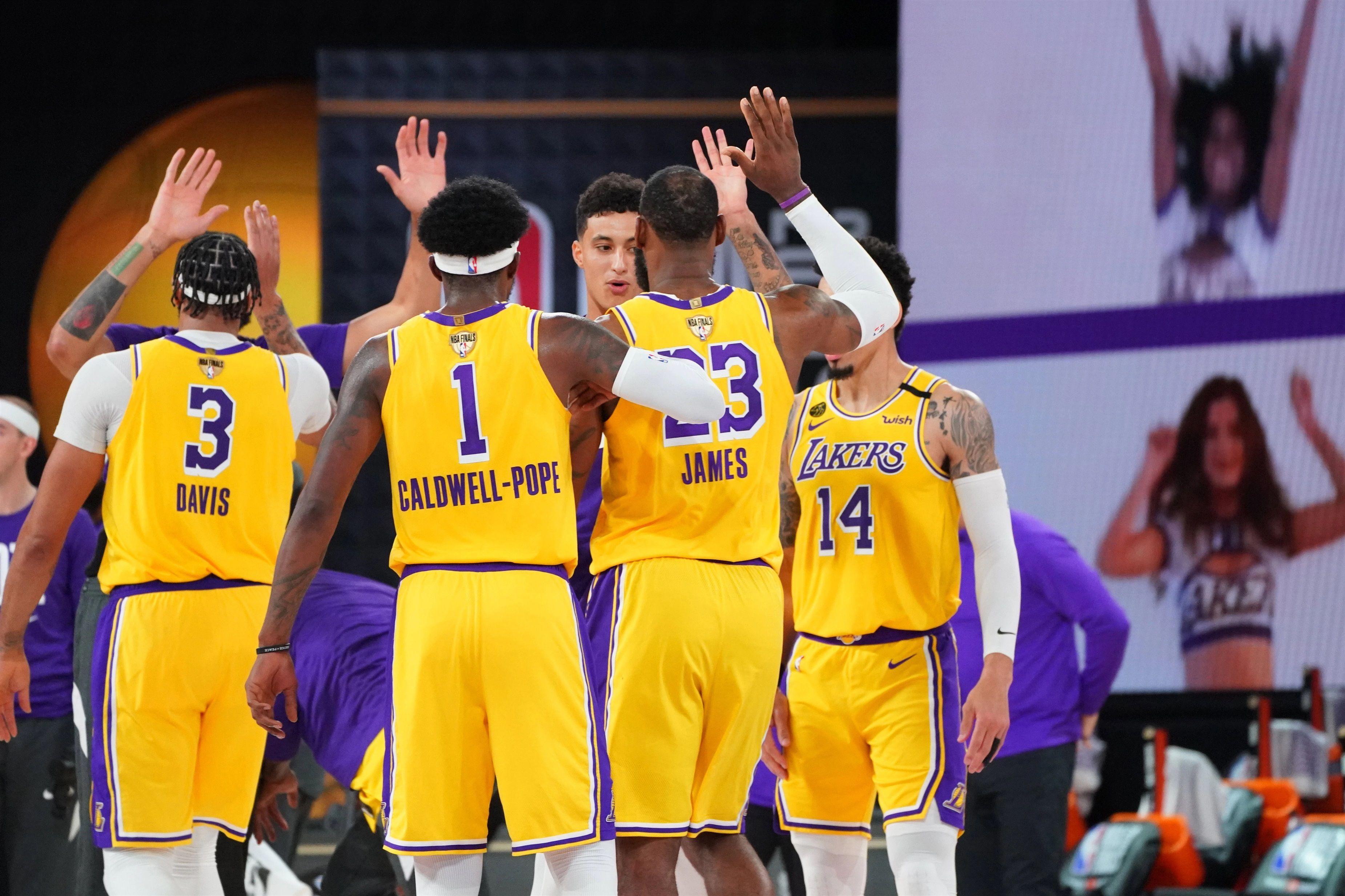 01/10/2020 Los Lakers celebran su victoria DEPORTES JESSE GARRABRANT