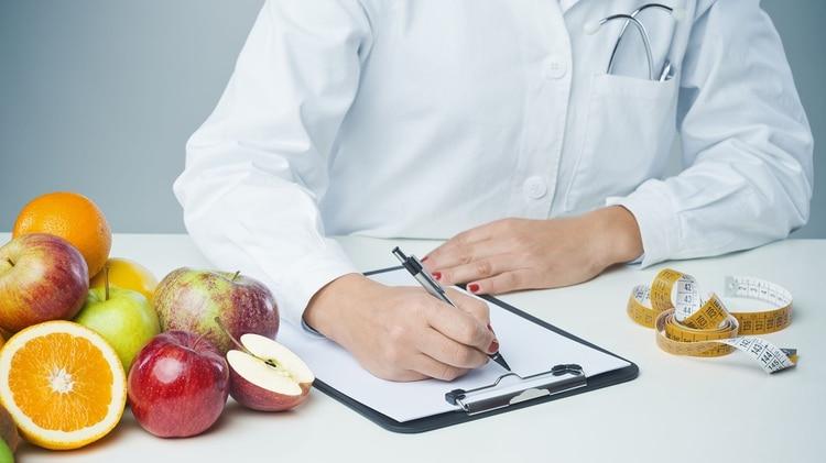 Los principales errores que se cometen a la hora de iniciar una dieta es que se siguen dietas muy restrictivas, carentes de algunos nutrientes (Getty)
