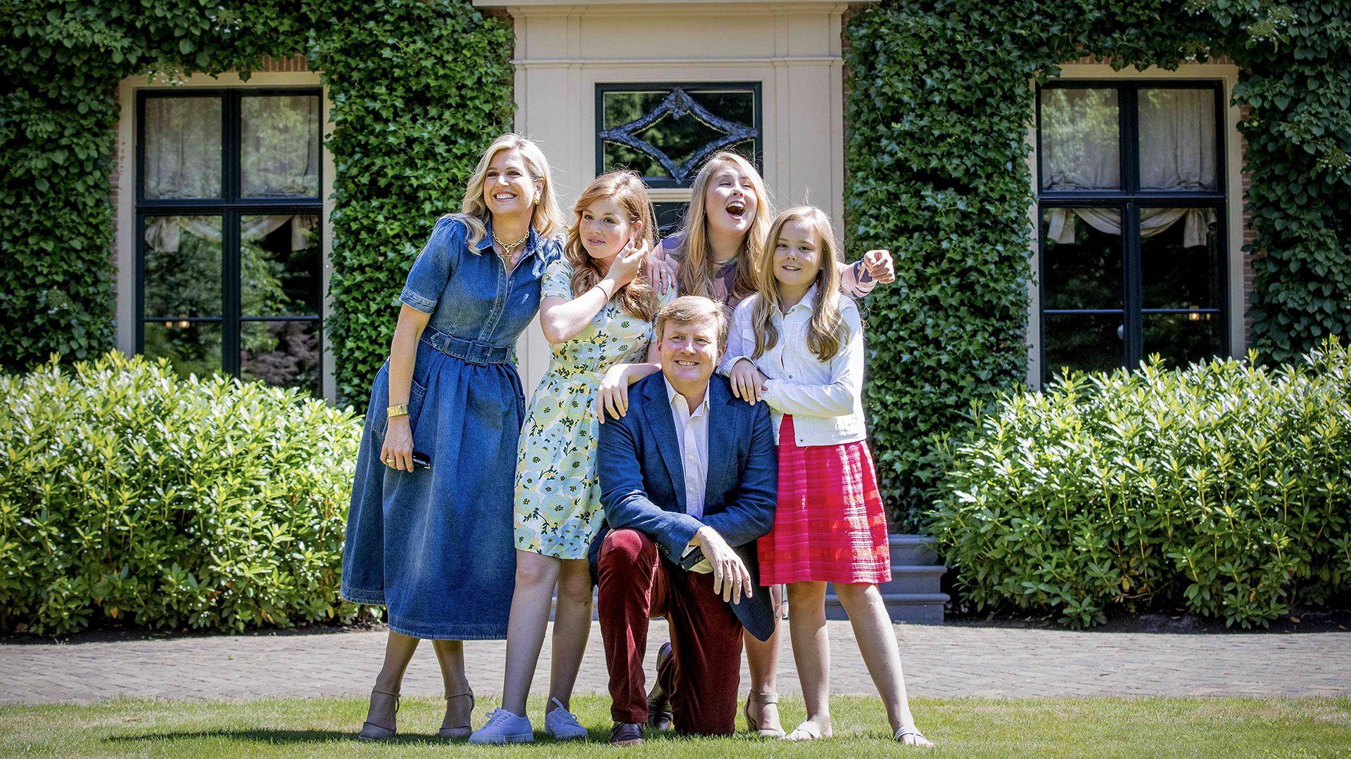 Máxima, Guillermo y sus hijas Amalia, Alejandra y Ariadna (AFP PHOTO / ANP / Robin Utrecht)
