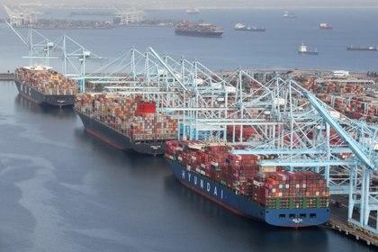 Un puerto de Los Ángeles. Foto: REUTERS/Lucy Nicholson