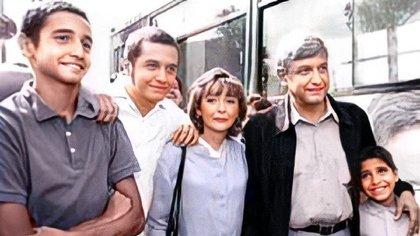 10 de mayo: cómo recordó el hijo mayor de AMLO a su fallecida madre