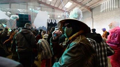 El hangar donde se realizó la fiesta pertenece a una compañía distribuidora (Photo by JEAN-FRANCOIS MONIER / AFP)