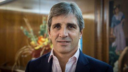 """Luis """"Toto"""" Caputo, locuaz en Twitter: habló de déficit, deuda y se lamentó de haber tenido que """"lidiar con Lagarde y Lipton"""" en el FMI"""