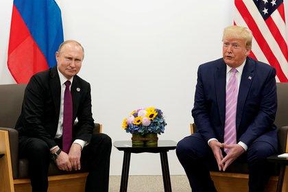 El presidente de Rusia, Vladimir Putin, junto a su par estadounidense Donald Trump (REUTERS/Kevin Lamarque)