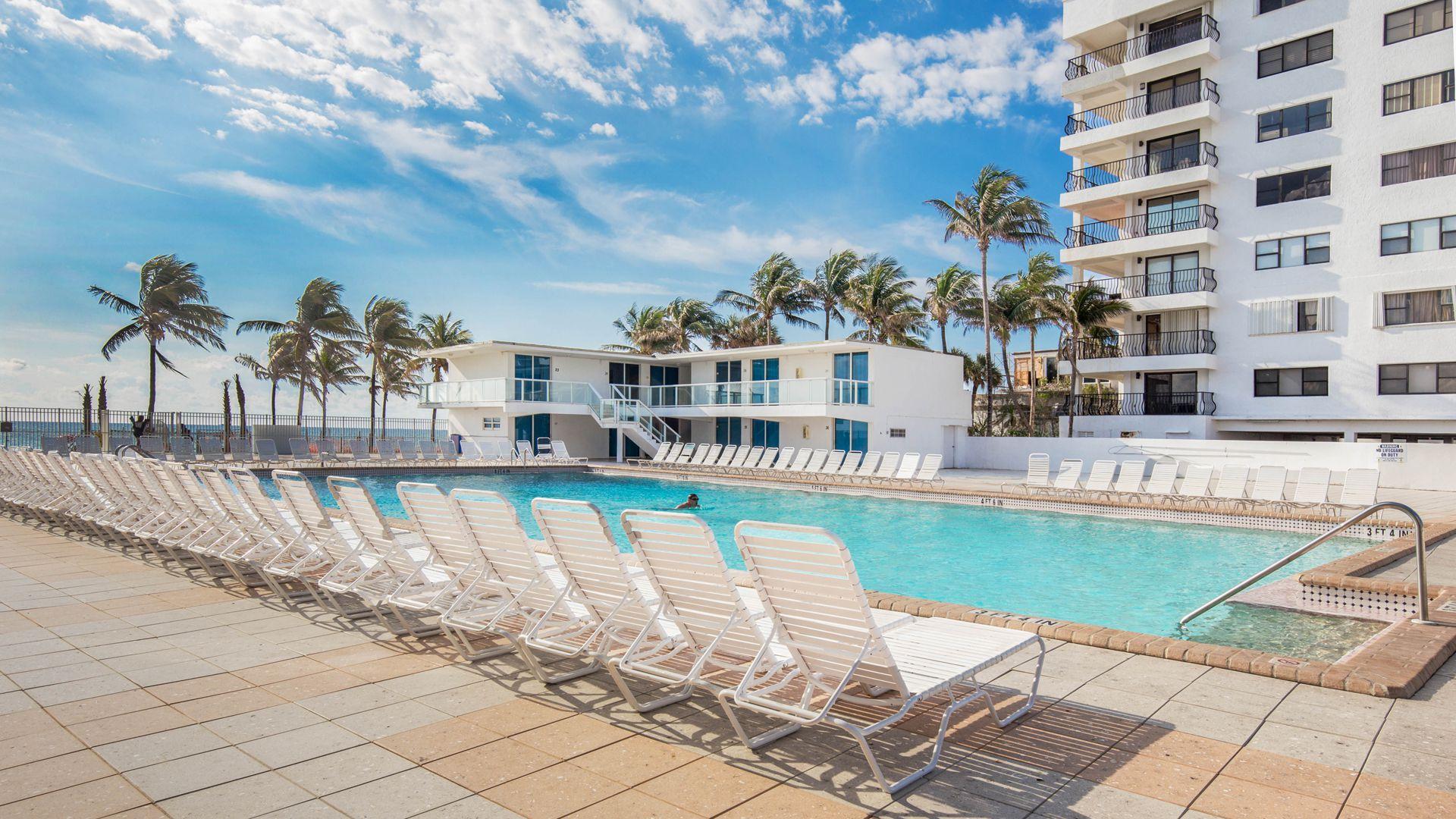 New Point Miami ofrece salida directa a la playa, gimnasio, piscina, cancha de tenis, restaurante y tiendas