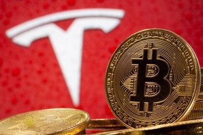 Ayer el bitcoin superó los USD 47.000 por unidad luego de que Tesla anunciara que invertirá USD 1.500 millones en la criptomoneda (REUTERS/Dado Ruvic/Illustration/File Photo/File Photo)