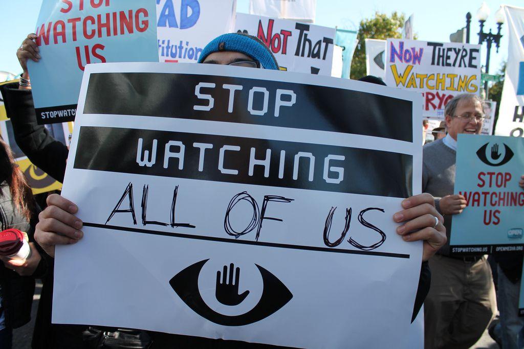 Existen varias agrupaciones de defensa de los derechos ciudadanos que advierten sobre la importancia de preservar la privacidad y seguridad en la red (Foto: Flickr)