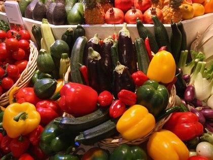 Las mejores fuentes de vitamina B9 son: vegetales de hoja verde (espinaca, lechuga), crucíferas o repollo de brusela (Europa Press)