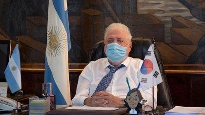 Ginés González García en su escritorio del ministerio de Salud