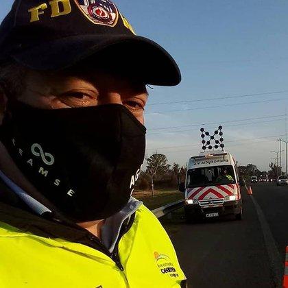 En la autopista trabaja en el área de emergencia vial (Foto: Facebook)