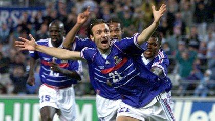 """Dugarry, campeón con Francia en 1998, llamó """"autista"""" a Lionel Messi"""