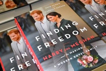 """El explosivo libro """"Finding Freedom"""" sobre la salida de los duques de Sussex de la familia real británica (Reuters)"""