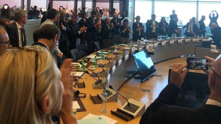 Los representantes de los países miembros celebran el entendimiento (Foto: @JulianObiglio)