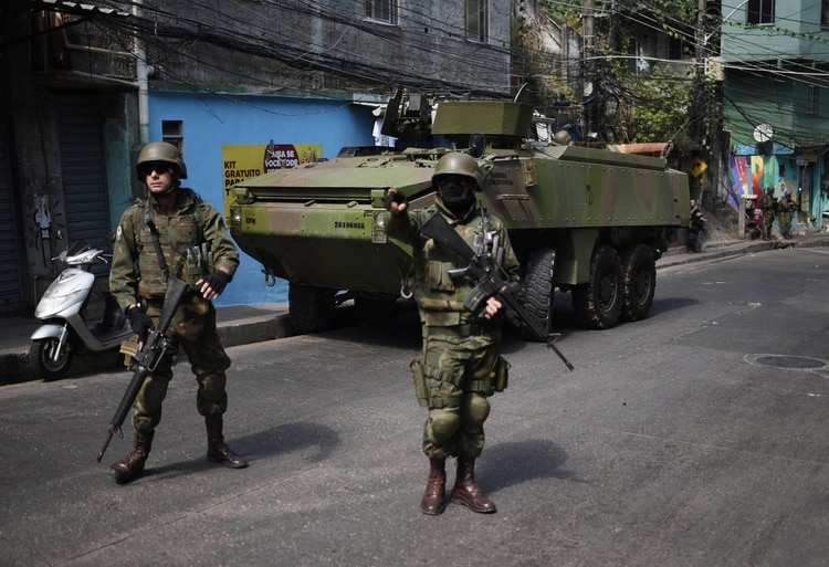 El ejército brasileño se ocupa en Brasil de la violencia interna (Fabio Teixeira/Zuma Wire/Shutterstock)