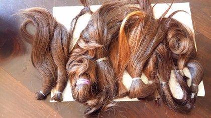 Pelo natural recién cortado para comenzar el armado de las pelucas.