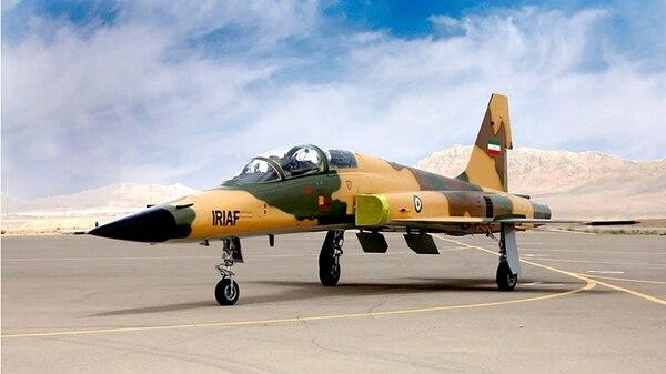 """El nuevo """"Kowsar"""" está equipado con aviónica de avanzada y fue desarrollado 100% en Irán, de acuerdo a agencias estatales (AFP)"""