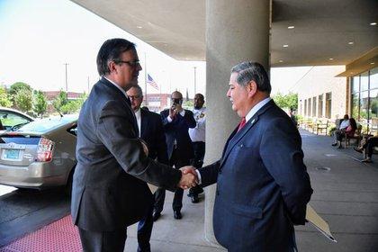 Ebrard se reunió con los jefes de los dos centros médicos que habían recibido víctimas mexicanas (Foto: Cuartoscuro)