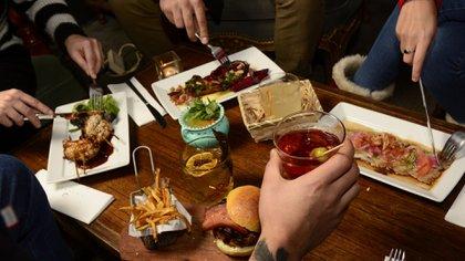 En casa o en un bar, el Día del Amigo es siempre una buena excusa para juntarse