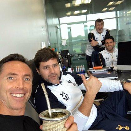 Steve Nash subió a sus redes sociales una foto junto a Mauricio Pochettino (@stevenash)