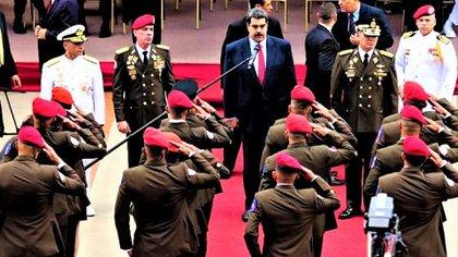 """""""Cuando hay más de 4 generales por cada 100 soldados, el cargo está devaluado"""", dice Lon Blanco"""