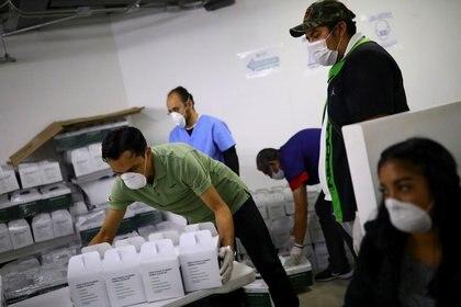 Los insumos irán a los trabajadores de salud que están en la primera línea del combate contra el coronavirus (Foto: Edgard Garrido/ Reuters)