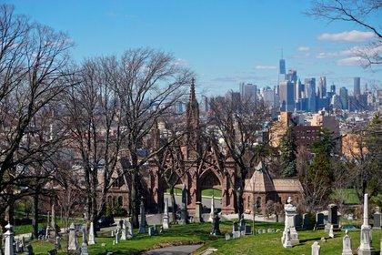 El cementerio de Green-Wood es un hito nacional, ya que ha sido un lugar de descanso para importantes figuras históricas estadounidenses desde su fundación en 1838. Se trata de una atracción turística popular, más visitada por aficionados a la Guerra Revolucionaria y observadores de aves // Fotos: Shutterstock
