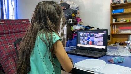 Para los chicos, tener conexión a internet es un lujo. El año pasado, el 25 por ciento de los alumnos dejó la escuela (Matias Arbotto)