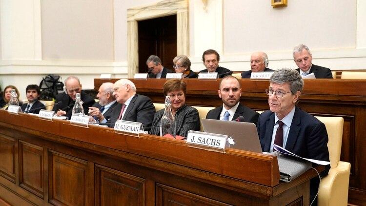 Kristalina Georgieva, directora gerente del FMI, Martín Guzmán, y Jeffrey Sachs, economista norteamericano