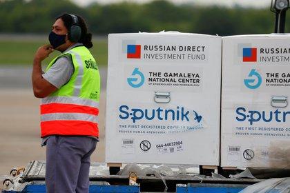 La llegada de la Sputnik V a Ezeiza (REUTERS)