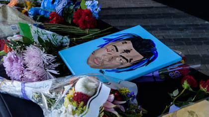 Fanaticosse reunieron en el cementerio en el que descansa el cuerpo del rapero(Foto: AFP)