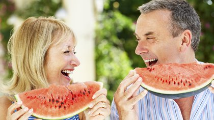 A medida que pasan los años, algunos nutrientes se vuelven particularmente importantes para mantener el cuerpo fuerte (Getty)