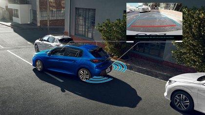 La cámara de retroceso revisa el perímetro del vehículo y genera una imagen virtual.