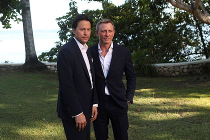 """Cary Joji Fukunaga y Daniel Craig en la presentación de """"Bond 25″(Reuters)"""