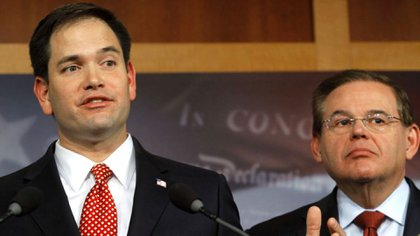 Los senadores estadounidenses Marco Rubio y Bob Menéndez