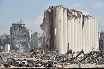 Vista del área portuaria destruida después de las explosiones que azotaron el puerto de Beirut (Líbano). EFE/Wael Hamzeh