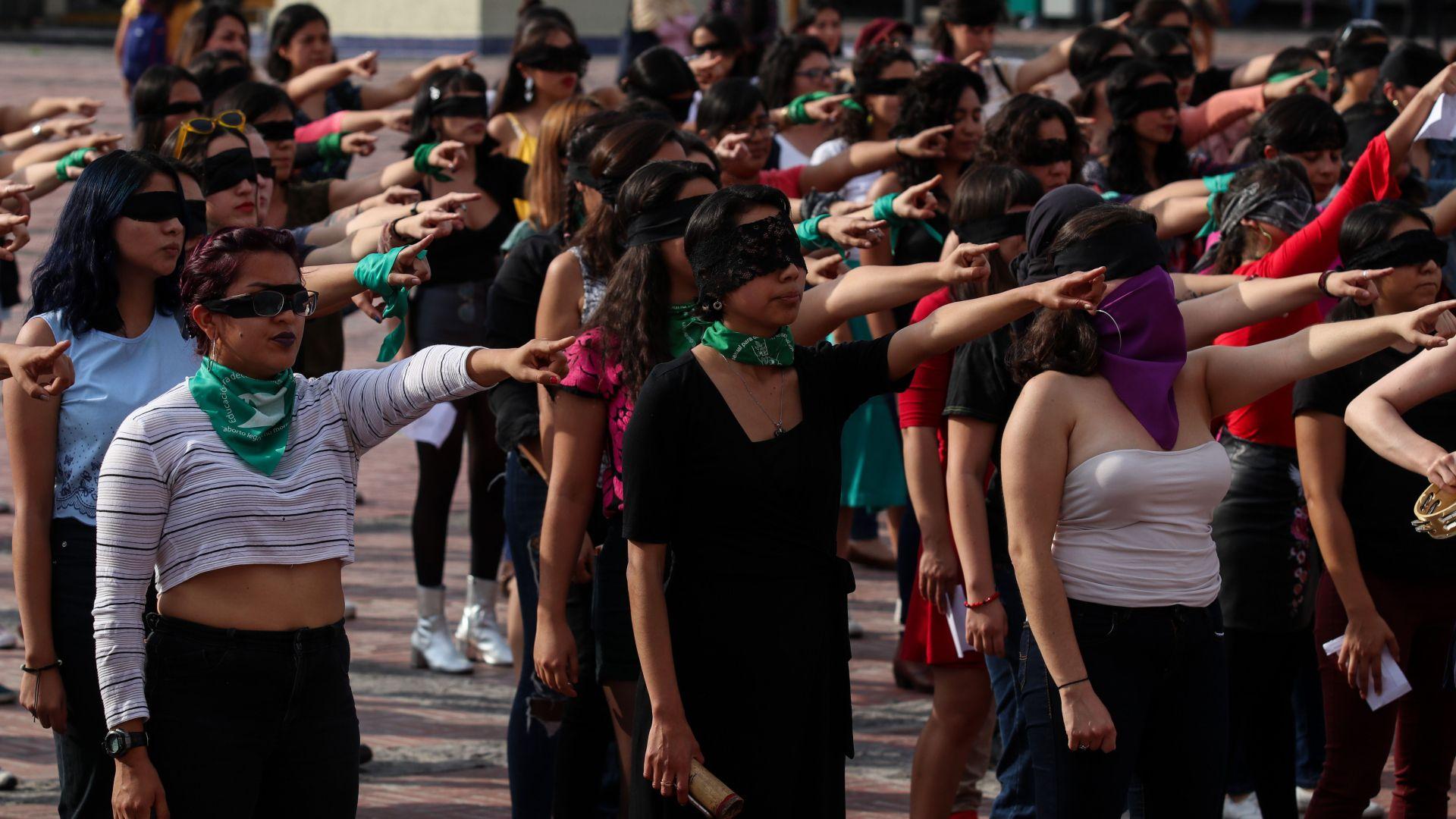 """""""Un violador en tu camino"""", es una propuesta del colectivo chileno La Tesis (Foto: Cuartoscuro)"""
