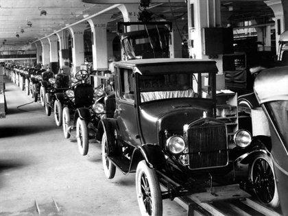 La fabricación en serie de Henry Ford logró imponerse a partir del suceso del Model T.