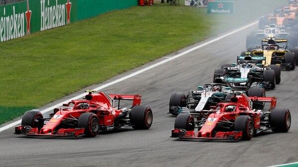 Formula One F1 – Italian Grand Prix – Circuit of Monza, Monza, Italy – September 2, 2018 FerrariÕs Kimi Raikkonen and Sebastian Vettel lead at the start of the race REUTERS/Stefano Rellandini