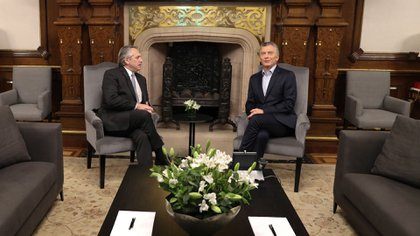 Mauricio Macri y Alberto Fernández durante la reunión en Casa Rosada para hablar sobre la transición.