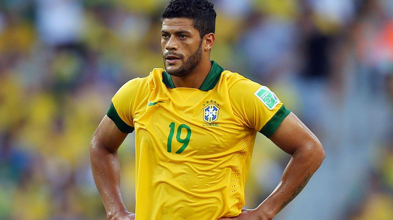 Con la selección brasileña fue parte de la derrota con Alemania por 7-1 en la semifinal de la Copa del Mundo de Brasil 2014