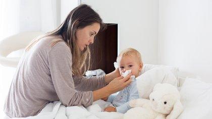 Durante los meses de invierno, la población más vulnerable son los niños menores de cinco años y los adultos mayores (Shutterstock)