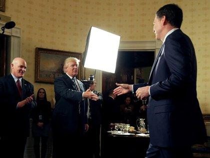 En mayo, Trump despidió sorpresivamente al director del FBI, James Comey, en uno de los primeros escándalos vinculados a la trama rusa