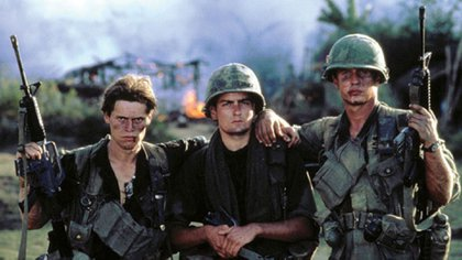 PLATOON, Willem Dafoe, Charlie Sheen, Tom Berenger, 1986. (c) Orion Pictures/ Courtesy: Everett Collection.