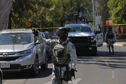 El lunes, en la colonia Chapalita se registro un enfrentamiento entre policías de Guadalajara y civiles armados, esto mientras los uniformados atendían un reporte de personas privadas de la libertad. (Foto: FERNANDO CARRANZA GARCIA / CUARTOSCURO)